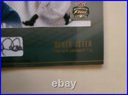 2003 Fleer Focus DEREK JETER Materialistic card Yankees Auto RARE