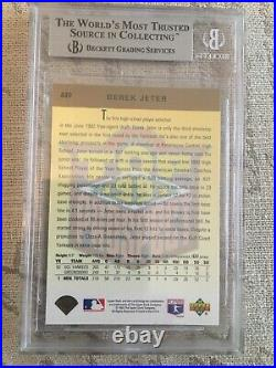 Derek Jeter rookie card Upper Deck UD Gold Hologram #449. Rare! Beckett 9 Rc