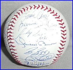 -Rare- 2006 -NY Yankees- Team Signed Baseball withDerek Jeter/ARod/Mariano Rivera+